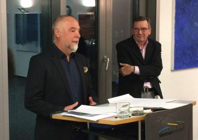 Gebhard Schweizer und 1. Vorsitzender Manfred Grass mit Dank an alle teilnehmenden Künstler